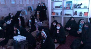همزمان با سالروز سرکوب قیام خونین ۲۱ تیر، دانش آموزان از نمایشگاه قیام غریب در خانه فرهنگ و هنر انقلاب اسلامی بازدید کردند